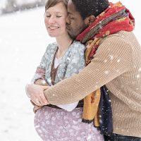 Babybauch im Schnee